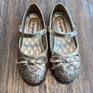 Girls dress shoes, sparkly gold
